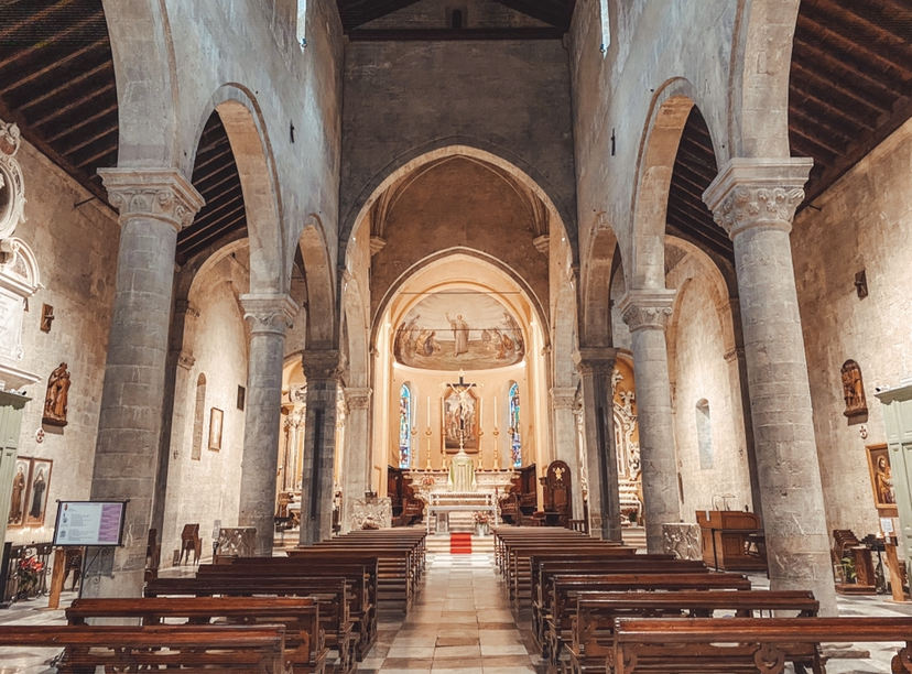Quartiere San Siro Sanremo: interno della Concattedrale